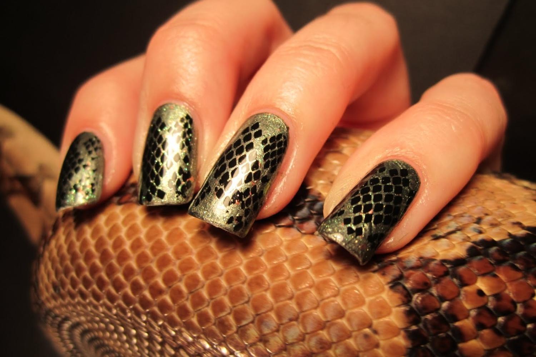 Маникюр «кожа рептилии»